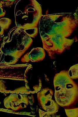 Geheimnisvolle Puppenköpfe - p2770125 von Dieter Reichelt