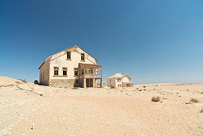 Namibia, houses of diamond ghost town Kolmanskop at Namib desert - p300m1023380f by Claudia Paulussen