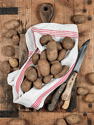 Kartoffeln - p1052m815399 von Wolfgang Ludwig