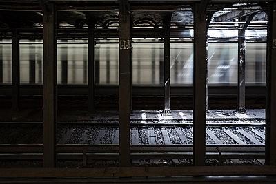 Schienen in einem Tunnel - p1057m1466864 von Stephen Shepherd