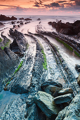 Rocky beach - p1403m1490685 by VW Pics