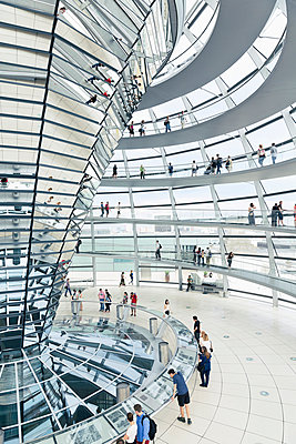 Germany, Berlin, inside view of glass dome of Reichstag - p300m948859 by Merle M.