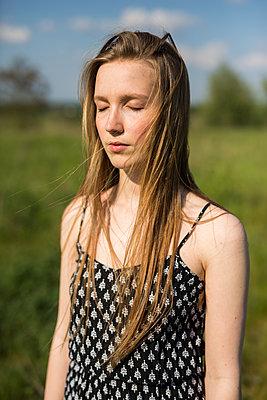 Portrait - p755m1169134 von Henrik Pfeifer