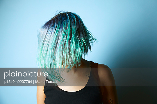 Young woman with dyed hair - p1540m2237784 by Marie Tercafs