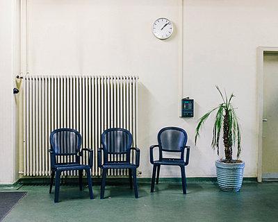 Kleine Oase im Büroflur - p1085m854182 von David Carreno Hansen