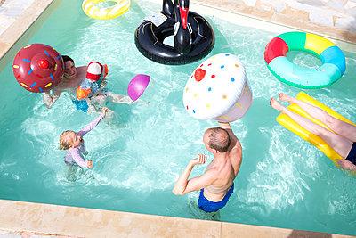 Alle in den Pool - p454m2031224 von Lubitz + Dorner