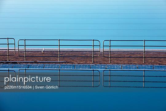 Pool am Meer - p226m1516534 von Sven Görlich