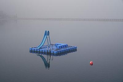 Platform with slide on a lake, City Park, Hamburg - p1696m2296634 by Alexander Schönberg