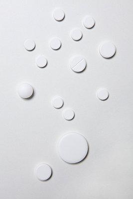 Verschiedene weiße Tabletten - p4540986 von Lubitz + Dorner
