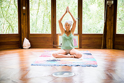 Woman in yoga position - p429m1418052 by JAG IMAGES