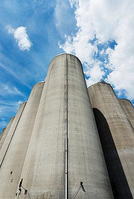 Disused silos for storing agricultural food, Veghel, Noord-Brabant , Netherlands - p429m954548f by Mischa Keijser