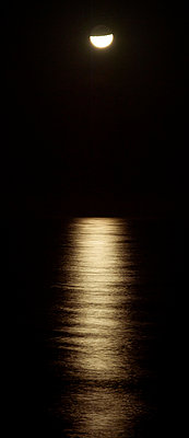 Moonlight reflected on ocean at night - p624m1045688f by Odilon Dimier