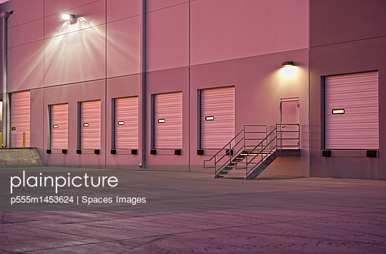 Closed doors of warehouse loading dock - p555m1453624 by Spaces Images
