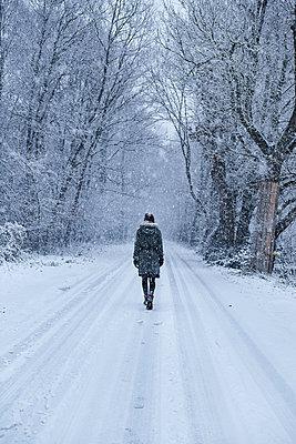 Winterspaziergang - p1348m1561827 von HANDKE + NEU