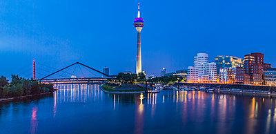 Medienhafen Düsseldorf - p401m1465004 von Frank Baquet