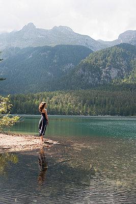 Lago di Tovel - p703m1200266 von Anna Stumpf