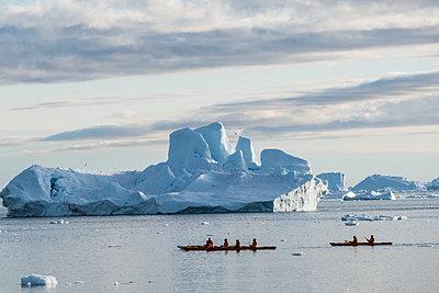 Grönland, Kanutour - p741m2108968 von Christof Mattes
