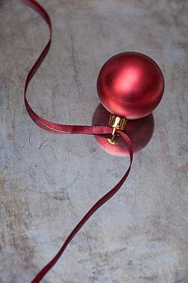 Weihnachtskugel - p971m944583 von Reilika Landen