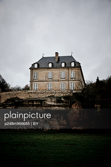 Castle, Périgord - p248m966685 by BY