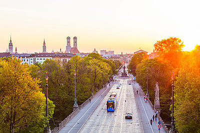 Germany, Munich, view to Maximilianstrasse at twilight - p300m1153757 by Werner Dieterich