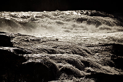 Stormy sea - p1065m1183404 by KNSY Bande