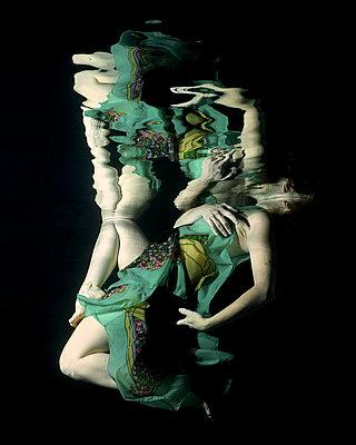 Underwater modern Dancer - p1554m2158970 by Tina Gutierrez