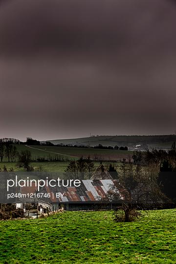 Bauernhof in der Normandie - p248m1216746 von BY