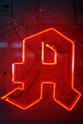 Neon sign, Pharmacy - p1210m2278092 by Ono Ludwig