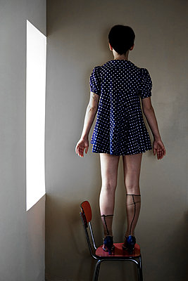 Woman standing on a chair - p1521m2116502 by Charlotte Zobel