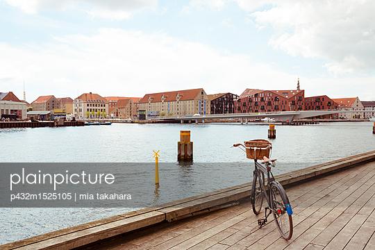 Verlassenes Fahrrad in Kopenhagen - p432m1525105 von mia takahara