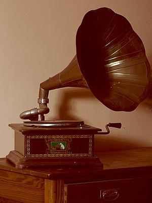 Vintage gramophone - p1376m2081967 by Melanie Haberkorn