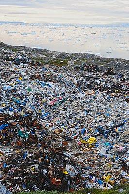 Arctic trash - p1403m1547401 by David Buchmann