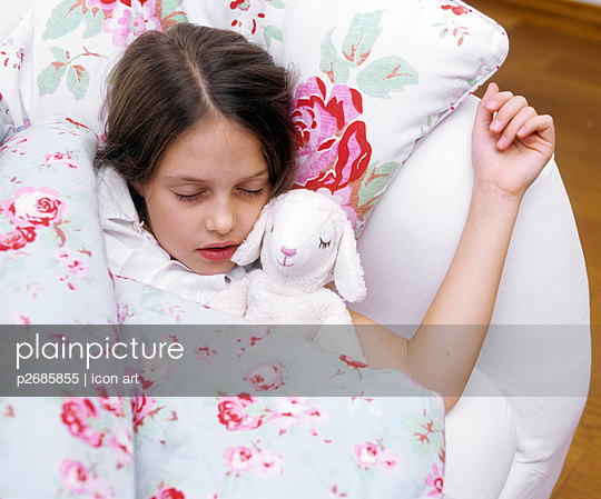 Sleeping girl - p2685855 by icon art