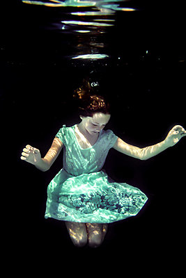 Girl Underwater  - p1019m2100546 by Stephen Carroll