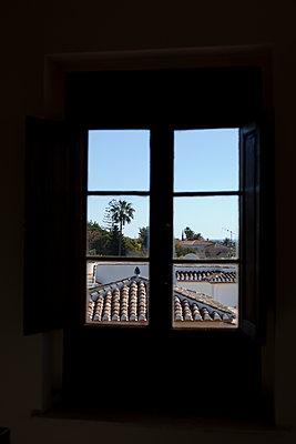 Blick aus dem Fenster - p1095m1134161 von nika