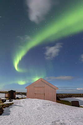 Norway, Lofoten, Vareid, Flakstad, Utakleiv, northern lights - p300m2004643 by Raul Podadera Sanz