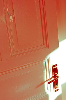 Offene Tür - p432m1115774 von mia takahara