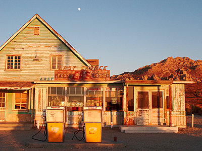 Abandoned gas station in the desert of USA - p8870033 by Christian Kuhn