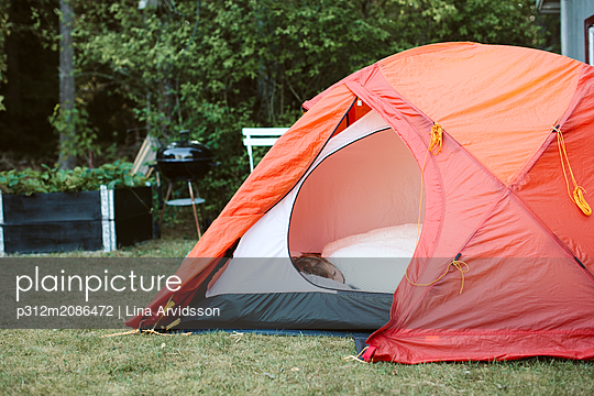 Boy sleeping in tent in backyard - p312m2086472 by Lina Arvidsson