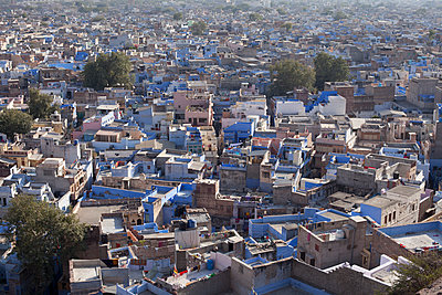 Aerial view of the blue city - p429m896072 by Tim Hall