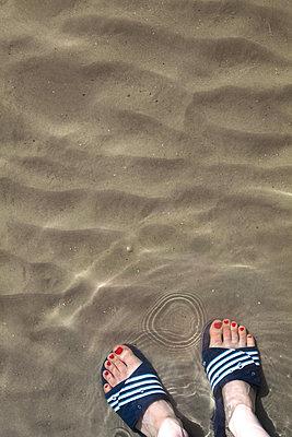 With flip-flops - p454m1195014 by Lubitz + Dorner