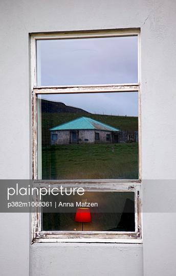 Bedside lamp - p382m1068361 by Anna Matzen