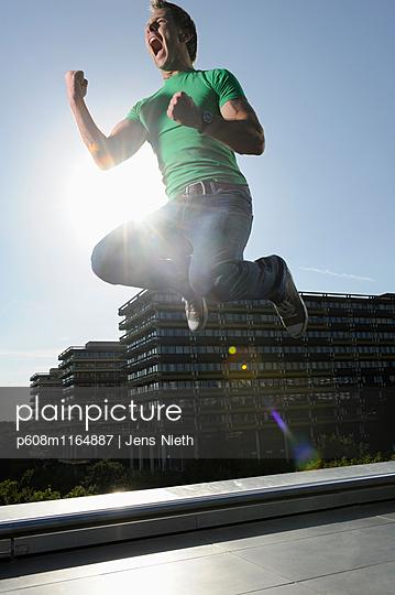 Sprung - p608m1164887 von Jens Nieth