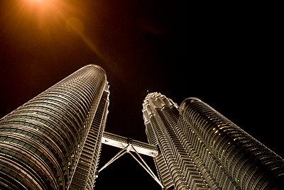 Petronas Tower at night - p1166m2137894 by Cavan Images