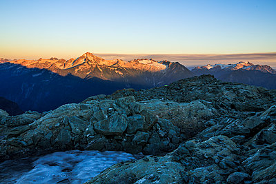 Sunset and alpenglow, North Cascades National Park, Washington State, USA - p343m2032718 by Steele Burrow