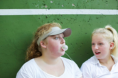 Gum bubble - p606m856100 by Iris Friedrich