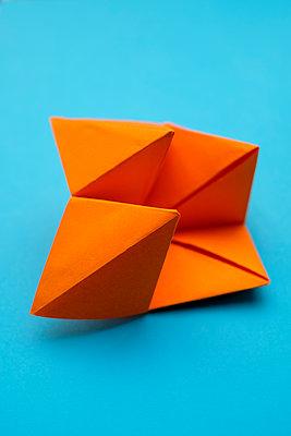 Origami - p1228m2215981 by Benjamin Harte