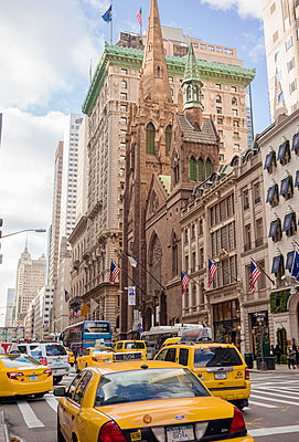 USA, New York, Manhattan, Taxis in street - p352m1142346 by Love Lannér