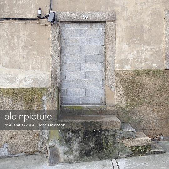 Zugemauerte Tür, Porto, Portugal - p1401m2172694 von Jens Goldbeck