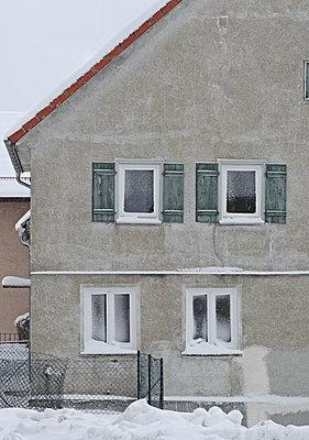 Haus im Winter - p1292m1119926 von Niels Schubert